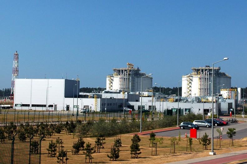 Terminal LNG w Świnoujściu   Fot. Wikimedia /  Radosław Drożdżewski