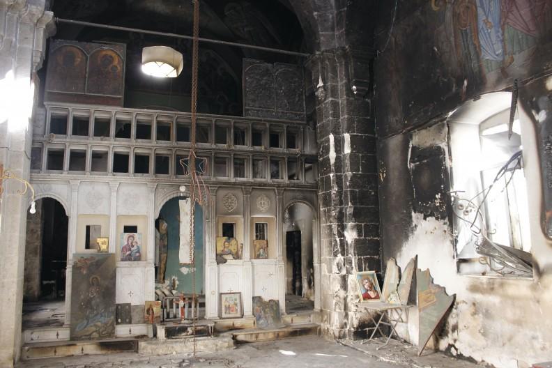 Zniszczona świątynia w miejscowości Jabrud, Syria. fot. Adam Bujak z albumu
