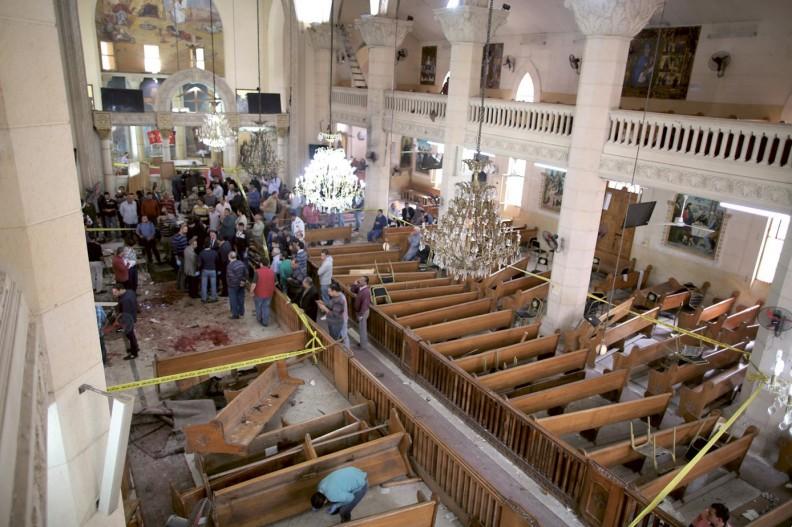 """Chrześcijanie cierpią prześladowania w wielu miejscach na świecie. Na zdjęciu: jeden z koptyjskich kościołów w Egipcie, w którym w kwietniu 2017 r. eksplodowały bomby. W dwóch zamachach zginęło w sumie 36 osób. Fot. z książki """"Imigranci u bram""""."""