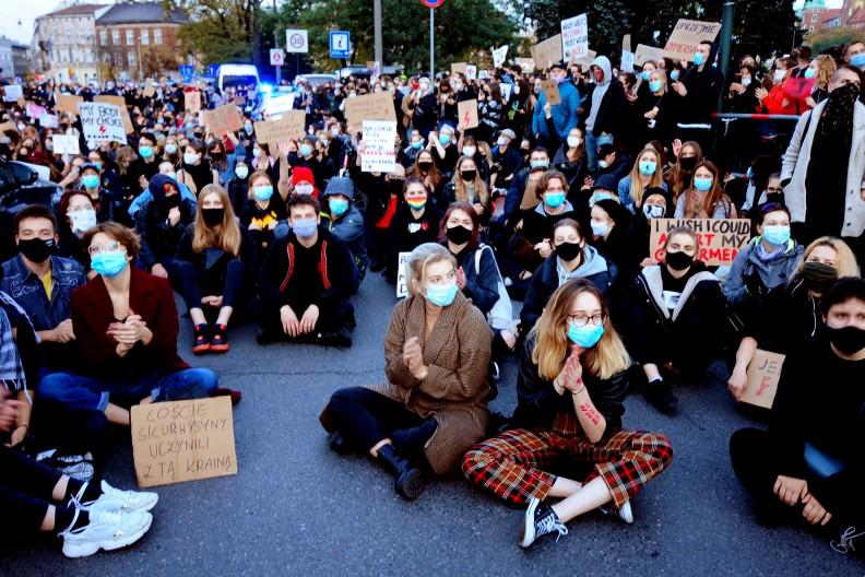 Manifestacja pod krakowskim domem handlowym Jubilat. fot. Adam Wojnar