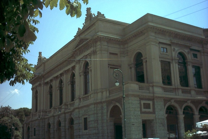 Teatr w Bergamo, fot. By Cruccone - Own work, CC BY 2.5, https://commons.wikimedia.org/w/index.php?curid=2425870