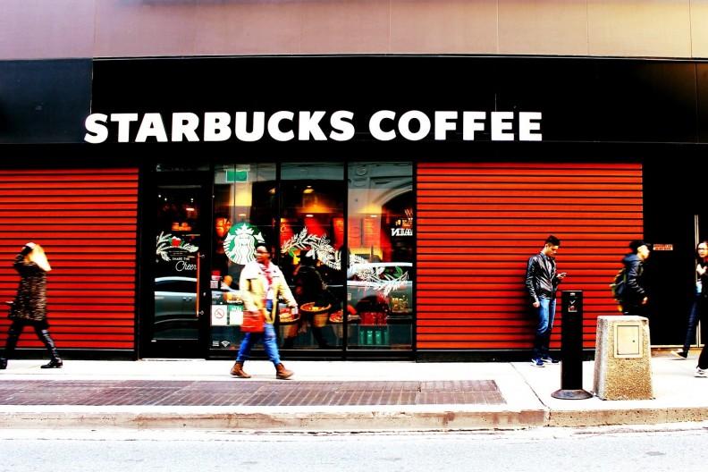 Jedna z kawiarni Starbucks. fot. Pixabay