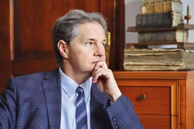 Prof. Grzegorz Kucharczyk, autor książki