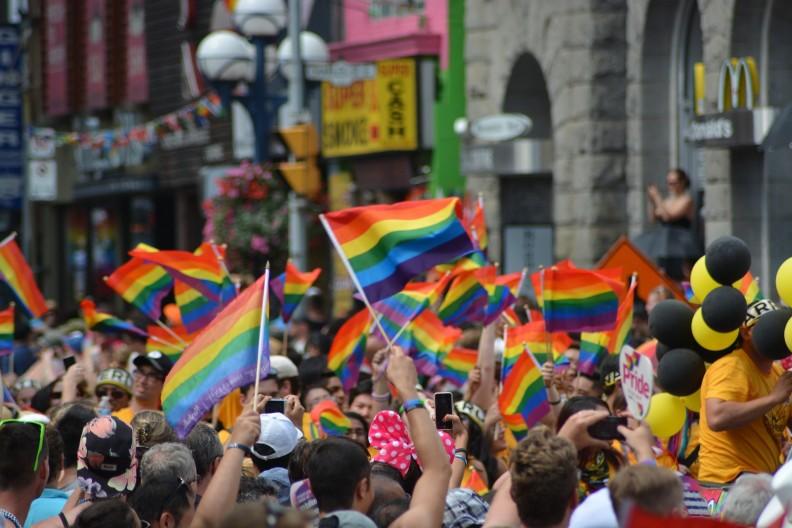Aktywiści lobby homoseksualnego niebezpiecznie manipulują społeczeństwem, by uzyskać poparcie dla swoich przerażających postulatów. Zdjęcie ilustracyjne. Fot. Pixabay