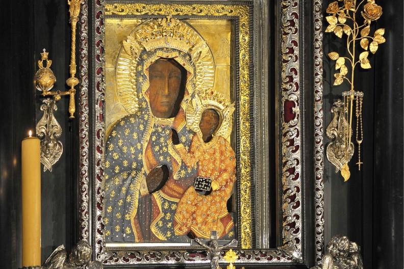 Szczególnie ważne miejsce w Maryjności św. Jana Pawła II zajmowała Jasna Góra i znajdujący się tam Cudowny Wizerunek Matki Bożej. fot. Adam Bujak z albumu