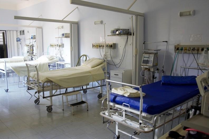 Pandemia i wszystkie działania, które podczas niej podjęto, mają także swoje mniej oczywiste i oddalone w czasie skutki. Wiele z nich to dostęp do świadczeń medycznych dla osób cierpiących na inne choroby niż COVID-19. Fot. Pixabay