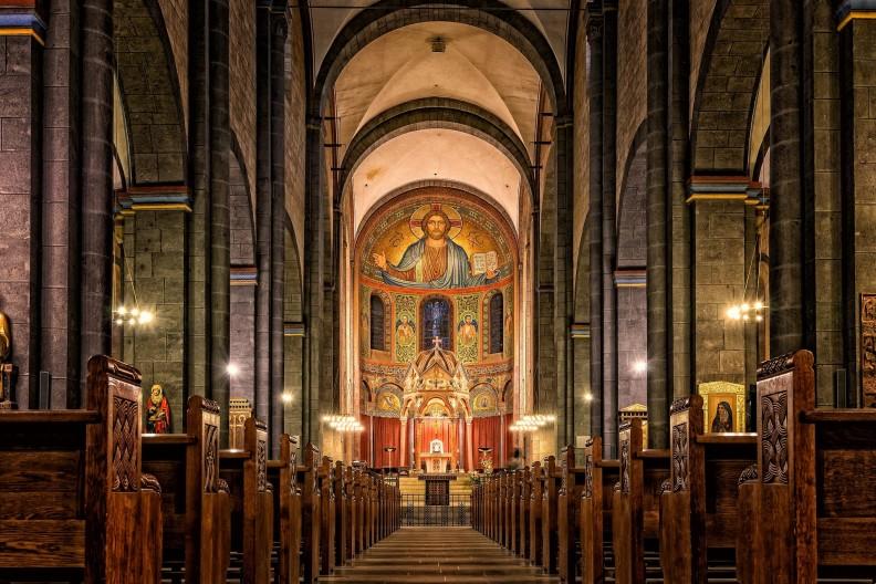 Kościół to miejsce spotkania z żywym Bogiem. Sam Jezus upominał się w Ewangelii o szacunek dla Domu Bożego. Fot. Pixabay