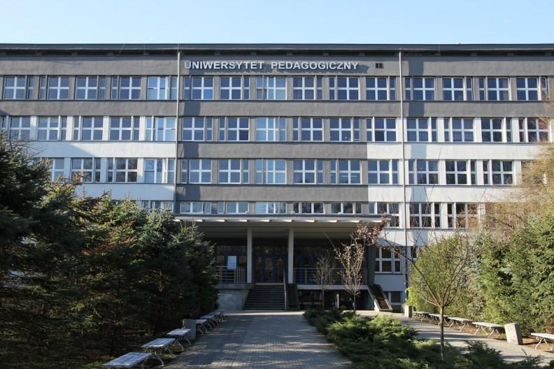 Gmach główny Uniwersytetu Pedagogicznego w Krakowie. fot. autorstwa UPwKrakowie - Praca własna, CC BY-SA 4.0, https://commons.wikimedia.org/w/index.php?curid=54720402